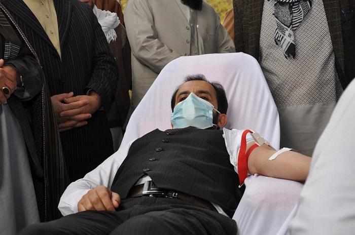 علمای کرام در هماهنگی با رهبری وزارت ارشاد، حج و اوقاف طی محفلی به قربانیان حادثه اخیر پوهنتون کابل و نیروهای امنیتی خون اهدا نمودند